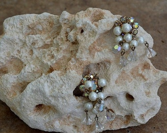 Vintage Floral Faux-Pearl Clip-on Earrings