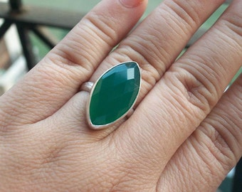 Emerald green ring - Marquise ring - Gemstone ring - Green onyx ring - Bezel ring - Custom ring - Gift for her