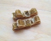 Set of small gold glitter hair clips - gold baby bows