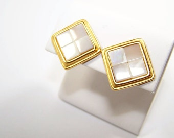 NAPIER Vintage Designer earrings. Mother of Pearl..