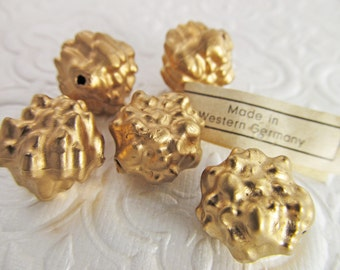 30 Vintage 8mm Matte Gold Textured Beads Bd537