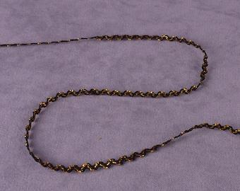 5 yds Thin Black and Gold RicRac Trim (T112B-5)