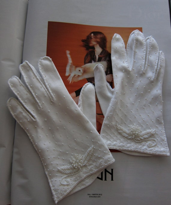 60s Beaded Gloves White Cotton Vintage - Bridal - Wedding Party - Formal Prom - Delicate Seed Beads - Short Length