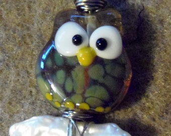 wise old owl lampwork bead on a pearl log necklace pendant