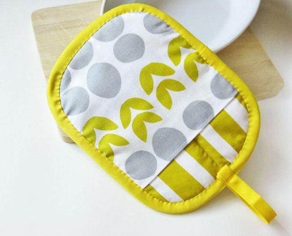 Pot Holder - Mustard Mod Flowers