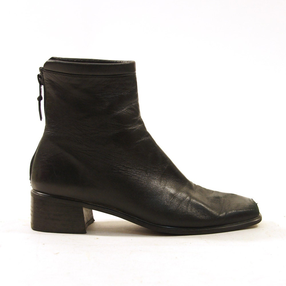 90s beatle ankle boots in black leather by spunkvintage
