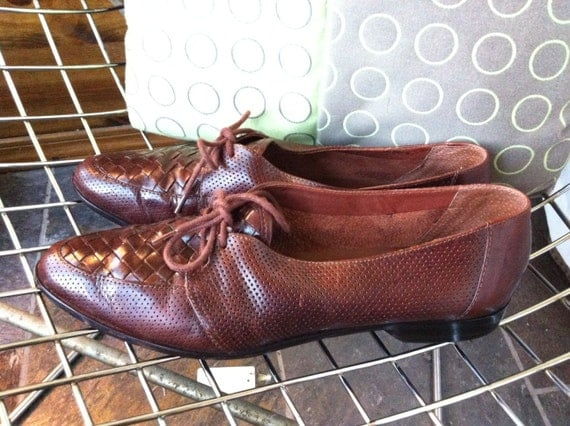 Vintage Pappagallo brown leather perforated and woven shoes US size 9N
