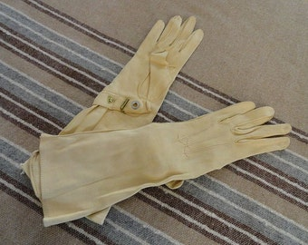 New Old Stock Vintage 40s Soft Beige Gauntlet Style gloves with Wrist Snap sz 5 3/4