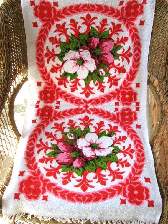 2 Vintage Terry Bath Towels Red Pink Flowers