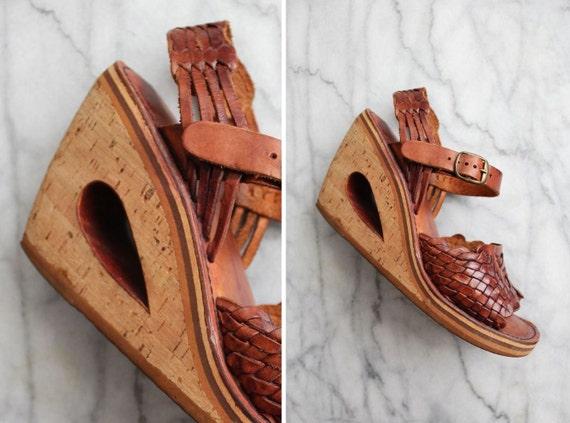 1970s vintage cut out wedge sandals / size 7.5