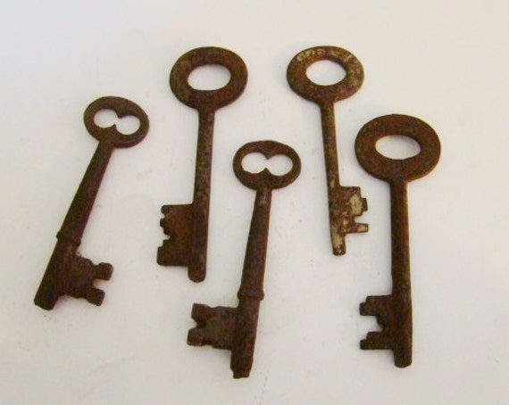 Vintage Skeleton Keys Rust Included