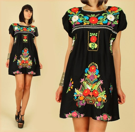 ViNtAgE 70's Black Rainbow Floral Hand Embroidered Mexican MiNi Dress Tunic