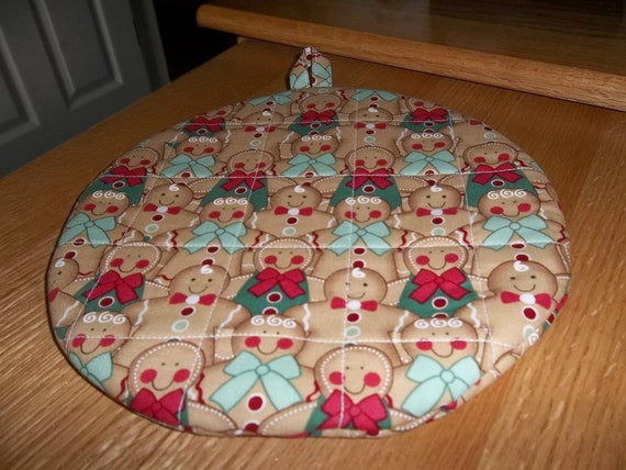 Gingerbread Men Christmas Round Hot Pad or Pot Holder Cotton Fabric 9 Inches