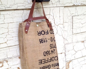 Recycled Burlap, wine tote, Canvas Interior. Model: Winy Finish