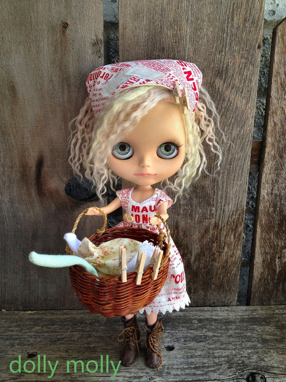 dolly molly Newsprint red dress and scarf for BLYTHE doll