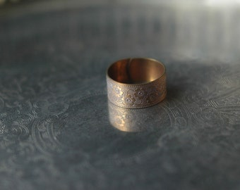 Golden brass adjustable floral band ring with gilded accents