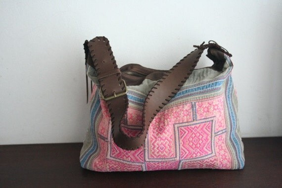 Hobo - VINTAGE / Hip/Tribal/Vintage/Hmong/Miao/Ethnic/Unique bag - 2093