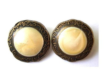 6 Vintage buttons antiqued brass metal with inside cream trim, great for buttons jewelry, 20mm