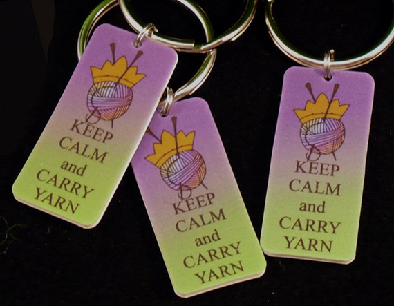 Keep Calm and Carry Yarn keyring - green-purple gradient with yarn skein