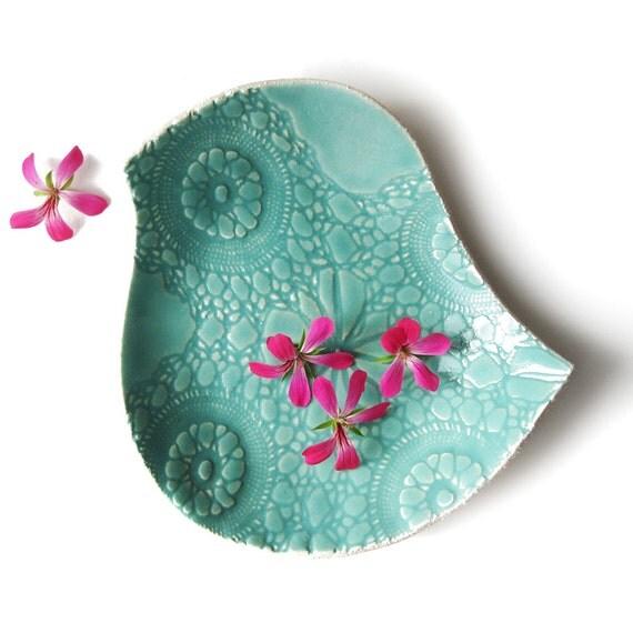Ceramic plate Large bird plate Seafoam turquoise ceramic pottery bowl Lace texture Modern Retro Decorative Functional Serving Dinnerware