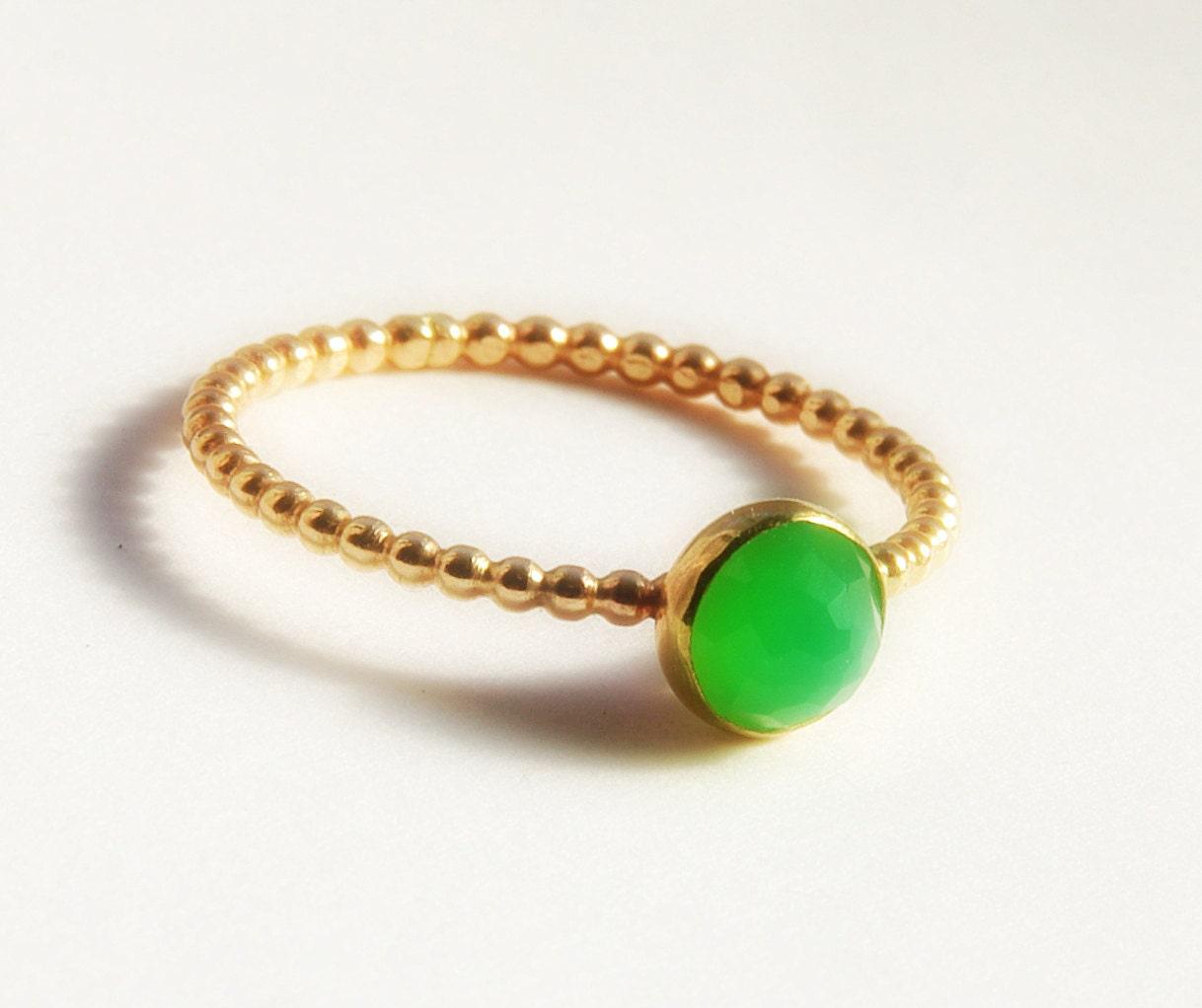 rose cut green chrysoprase gemstone ring stackable gold ring. Black Bedroom Furniture Sets. Home Design Ideas
