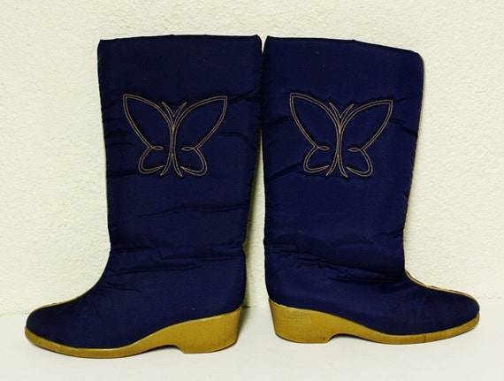 vintage boots - womens size 8 - winter - butterfly design - navy blue - barely worn