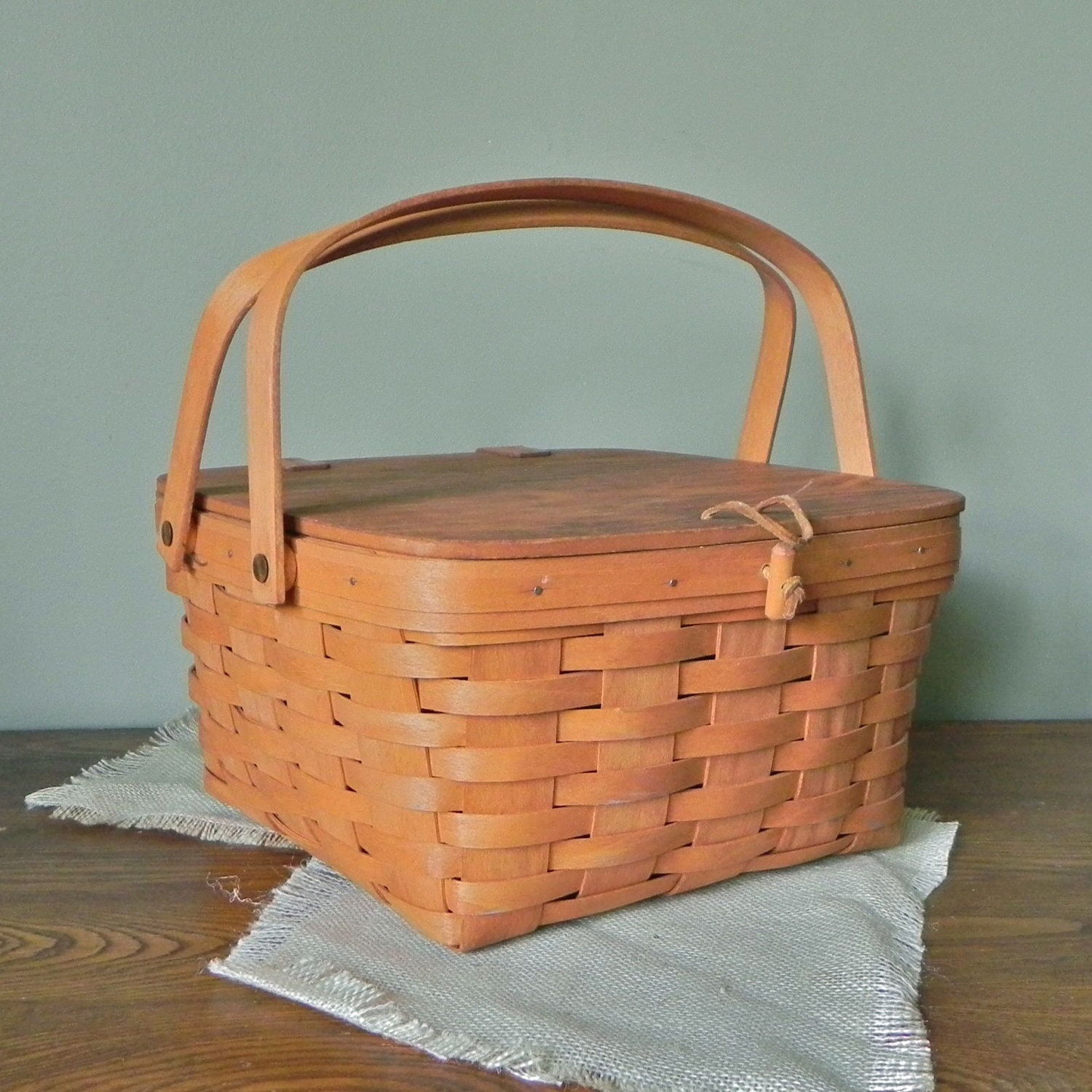 Picnic Basket Pie : Vintage pie or small picnic basket with clasp in by