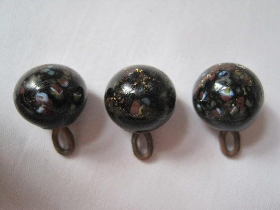 Antique glass buttons murano glass shank buttons for Buttons with shanks for jewelry