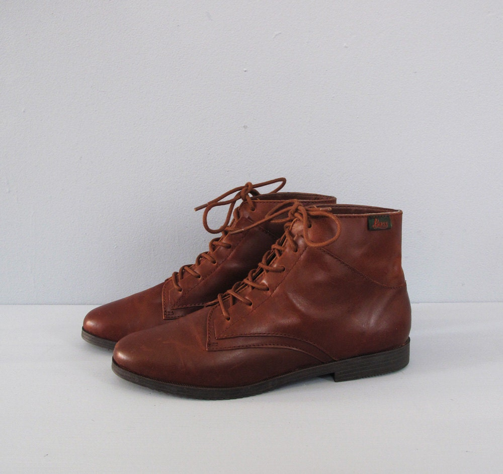 vintage BASS brown leather lace up ankle boots 8.5