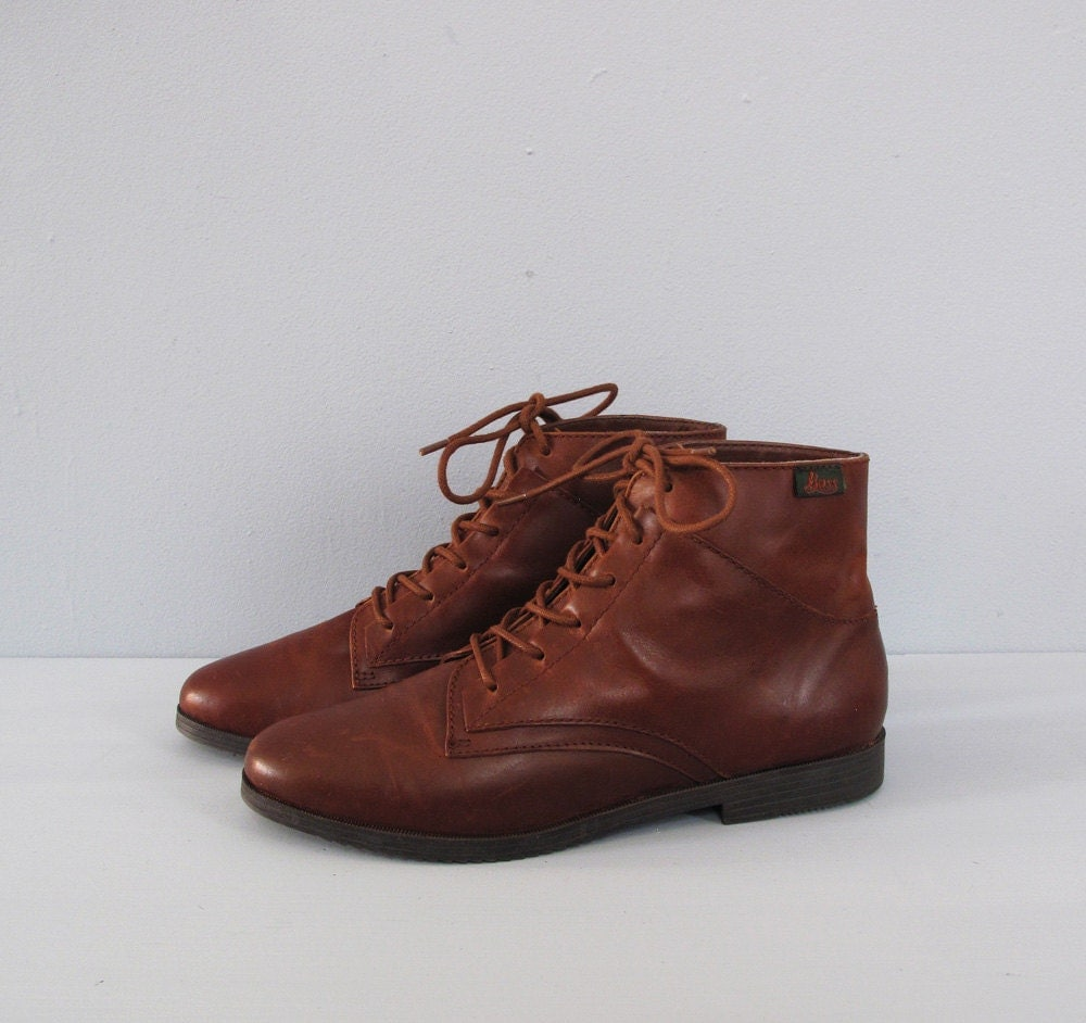 vintage BASS brown leather lace up ankle boots 8.5 by secretlake