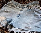 WAVERLY DRIVE// Vintage Lee Spiked Stud High Waisted Frayed Cut Off Denim Shorts, L
