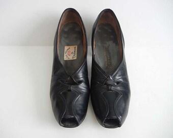 1930s shoes / Depression Era Vintage 30's Cut Outs Granny Flapper Shoes Pumps
