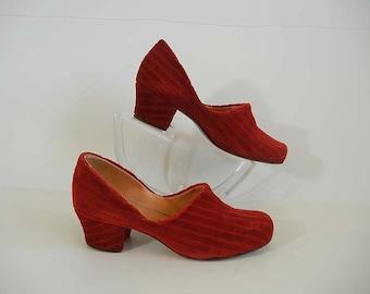 1930s shoes / True Red Velvet Depression Era Vintage 30's Granny Shoes