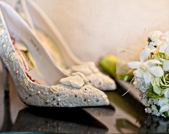 Vintage Lace Wedding Day Fantasy Shoes..Vintage Lace Shoes ..Pointed Stilettos.. Swarovski Crystals..