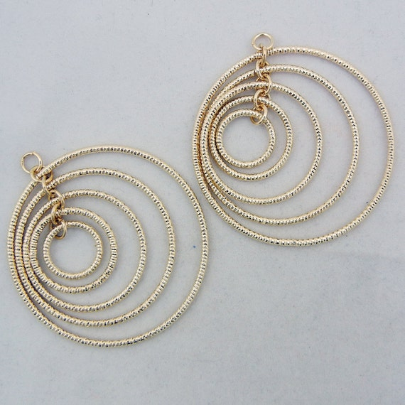 Pair of 5 Hoop Gold-tone Charms