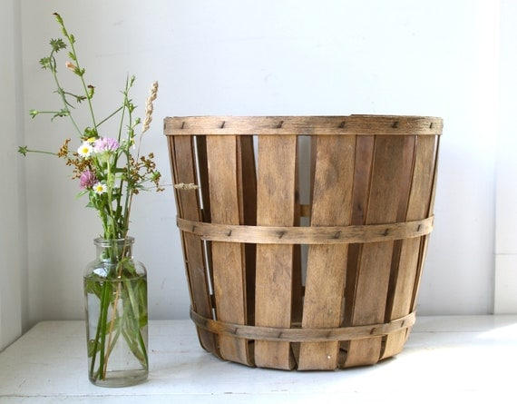 vintage 1950s bushel basket. farmer's wood slat apple basket. rustic primitive home decor / storage / organization.