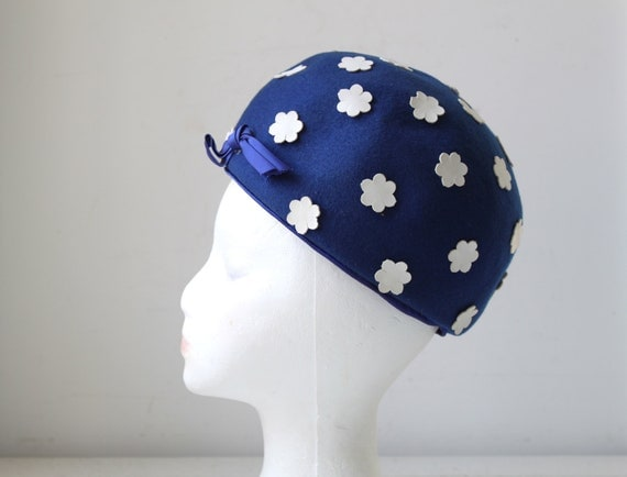 vintage 1960s hat. Mad Men bubble toque in sapphire blue felt with white flowers. Mid century mod / the CHECK PLEASE hat
