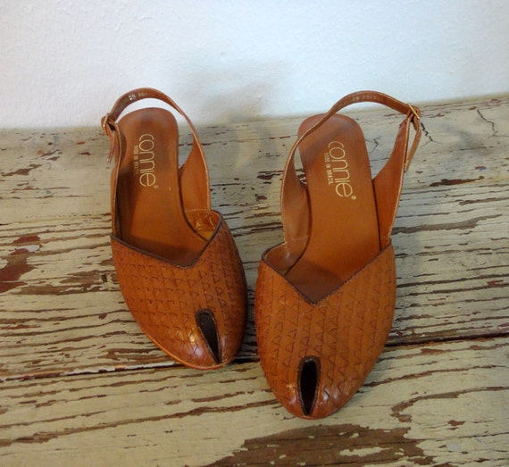 Vintage CONNIE Slingbacks / 1970s Heels / Woven Leather Peeptoes
