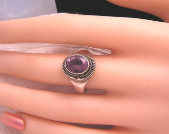 Vintage Light Amethyst and Sterling Ring. J133