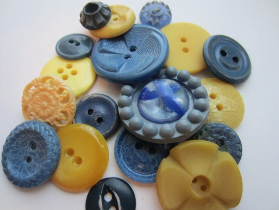 Vintage Buttons - Cottage chic mix of   blue and yellow, old and sweet - 18  total (2158)