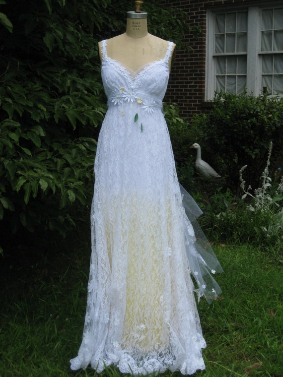 Yellow daisy lace wedding dress boho wedding dress hippie for Daisy lace wedding dress