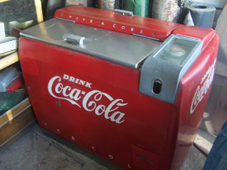 Help with Vintage Coca Cola Cooler   Collectors Weekly  Old Coca Cola Coolers