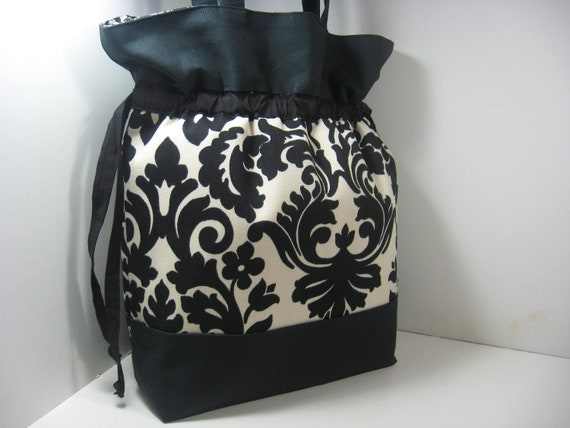 Insulated Lunch Bag Tote, Large - Black and Cream Damask