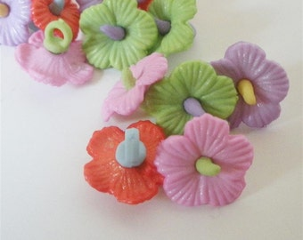 Hawaiian Flower Buttons by Buttons Galore