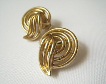Vintage Winged Trifari Goldtone Earrings (Clip-On)