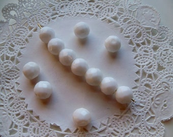 Acrylic WHITE 10mm Faceted Round Beads/Acrylic Beads/White Round Beads/10mm White Round Beads/White Faceted Round Beads