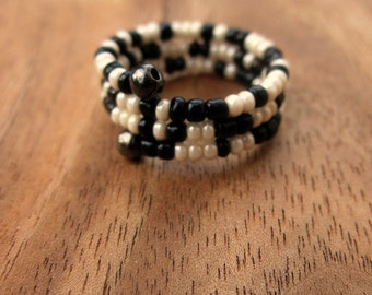 Beaded Adjustable Size 7 Memory Wire Ring in Black and Ivory, Fleck