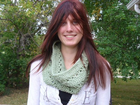 30% OFF TODAY ONLY 10/21 - Green Crocheted Cowl