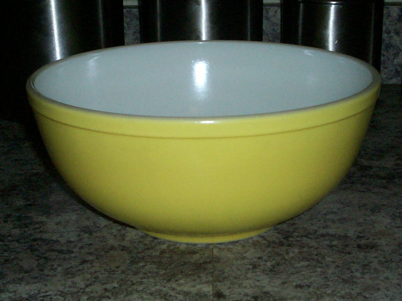 Vintage Pyrex Yellow 4 Quart Mixing Bowl No By