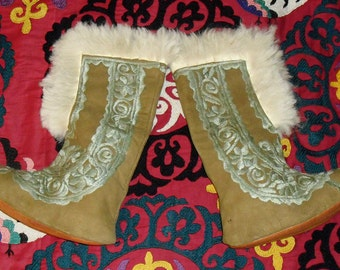 Superb Vintage 70s Afghan Hand Embroidered Sheepskin Shearling Slip On Boots Never Worn